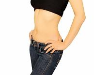 筋肉ダイエットをしてウエストが引き締まった女性